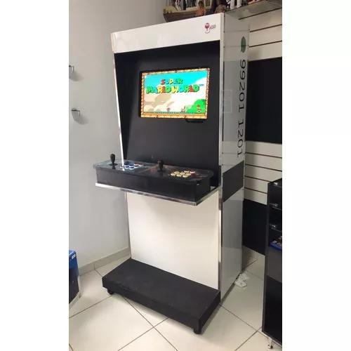 Máquina fliperama arcade com gabinete e monitor