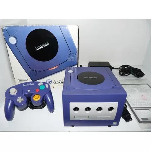 Nintendo game cube na caixa com serial batendo