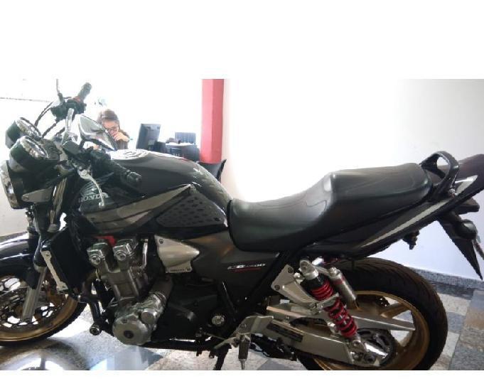 CB 1300 preta 2007 R$24000 muito nova e revisada