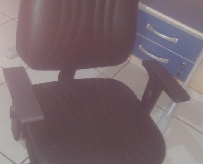 Escrivaninha com Cadeira Giratória