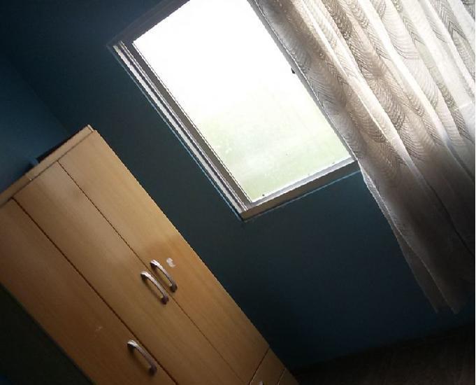 Alugo quarto mobiliado
