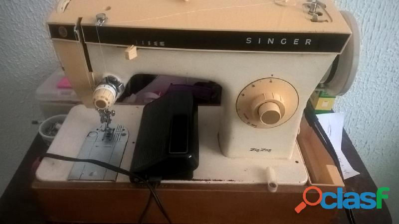 Vendo máquina de costurar singer