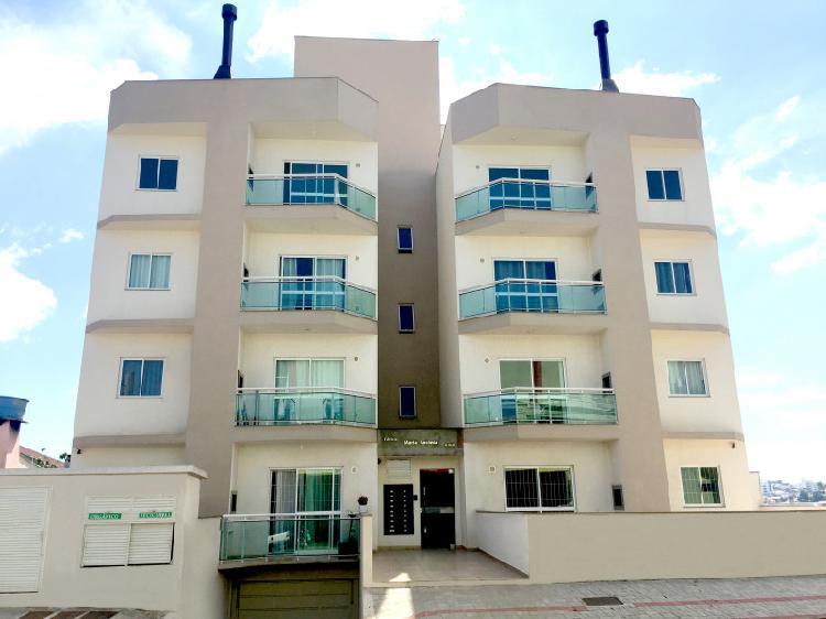 Aluga-se excelente apartamento no Bairro São Cristóvão