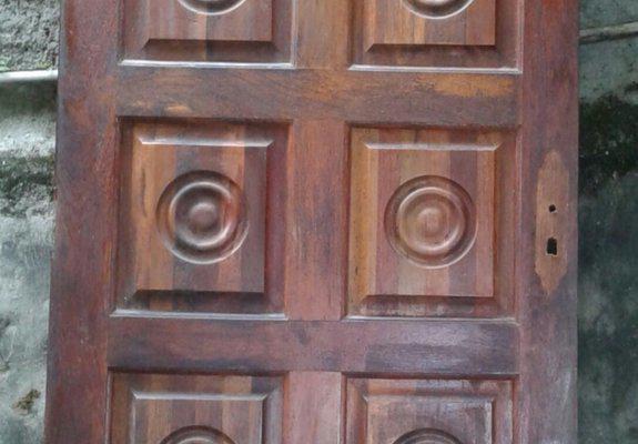 Porta de madeira em ótimo estado