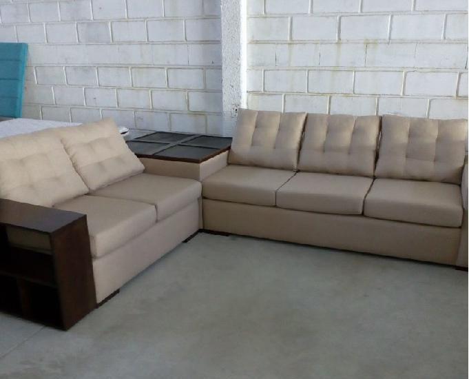 Conjunto sofá de dois e três lugares com centro