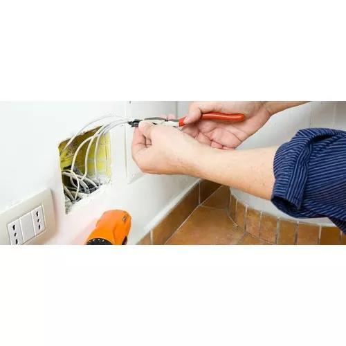 Serviços elétricos e refrigeração.