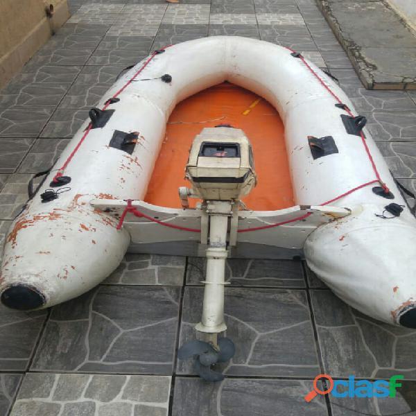 Bote inflável com fundo rígido e com motor de popa 3.3 johnson
