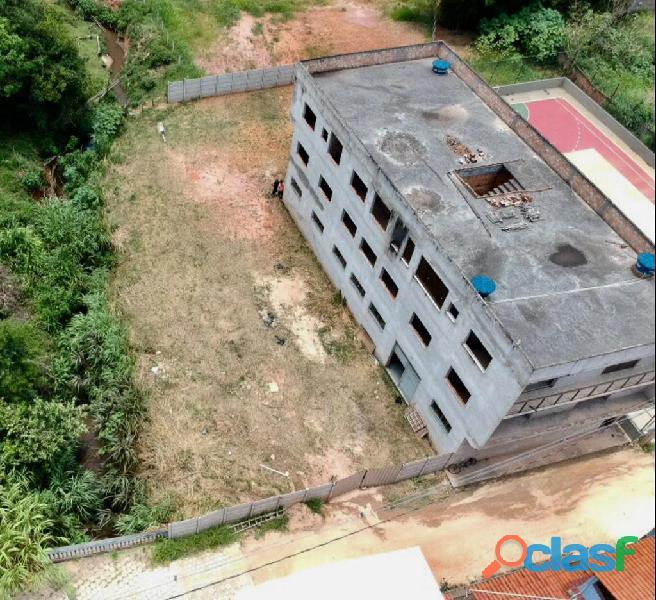 Vende se um lote de 201,25 m² no centro de Dores de Campos MG
