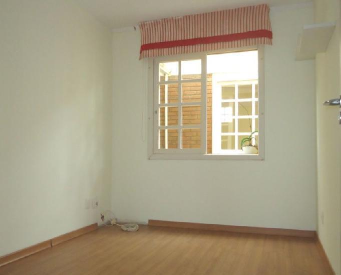 Apartamento térreo com pátio privativo