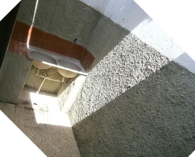 Alugam-se casa com 2 quartos na ponta grossa