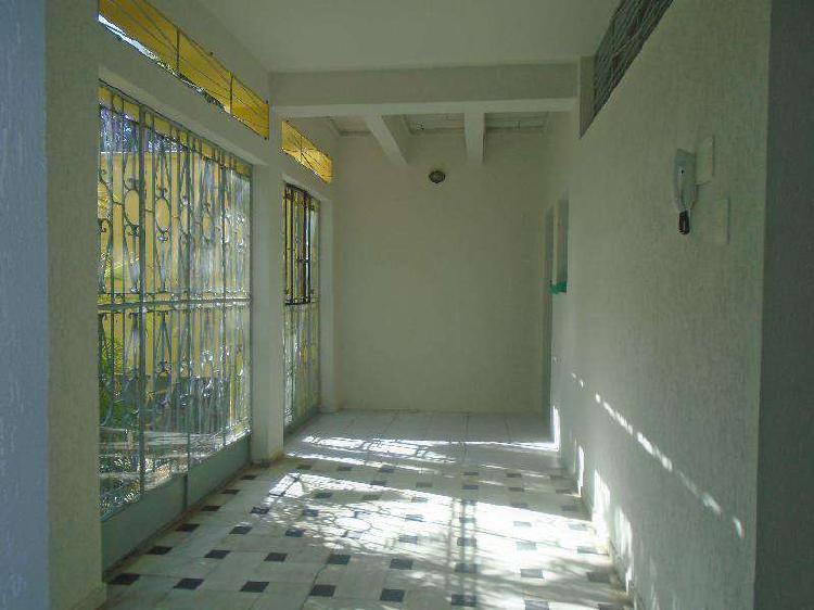 Casa comercial, alto barroca, 7 quartos, 2 vagas, 2 suítes