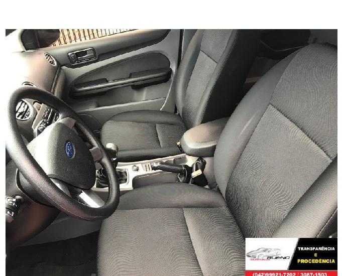 Ford focus sedan 1.6 glx completo unico dono