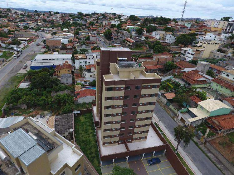 Apartamento, céu azul, 2 quartos, 1 vaga, 1 suíte