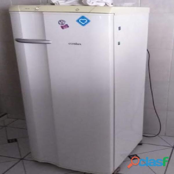 Geladeira de 1 porta com congelador   eletrolux