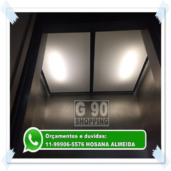 Placa para sub teto de elevador e luminária branca leitosa