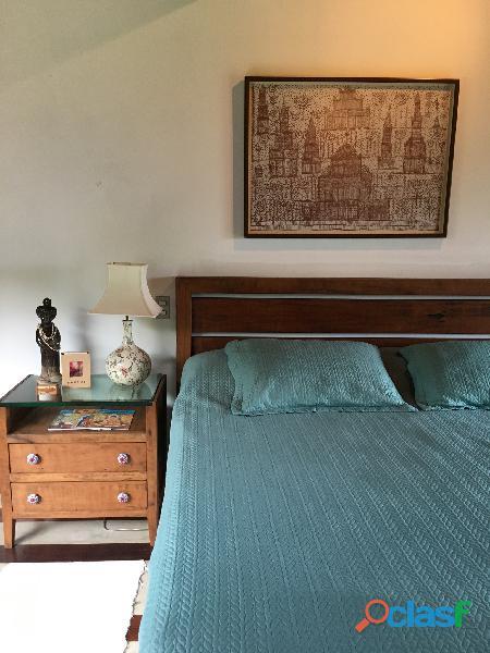 Cabeceira de cama king em madeira maciça rústica.