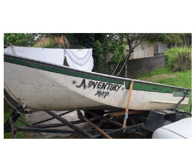 Barbada barco com motor e reboque