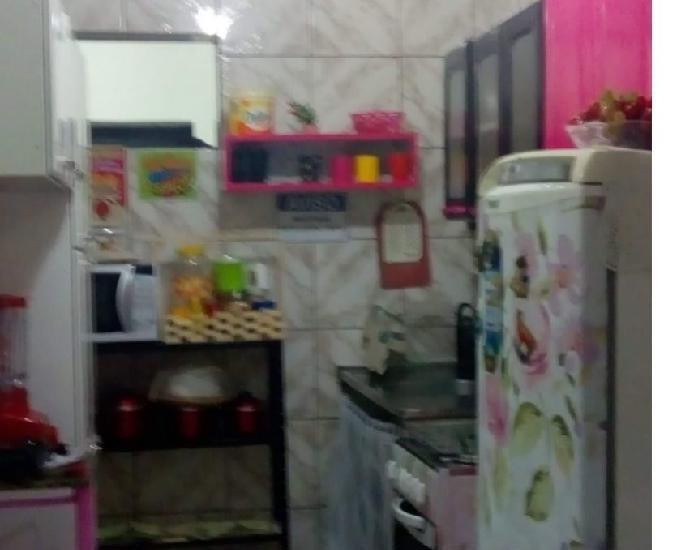 Alugo quarto compartilhado em apartamento familiar