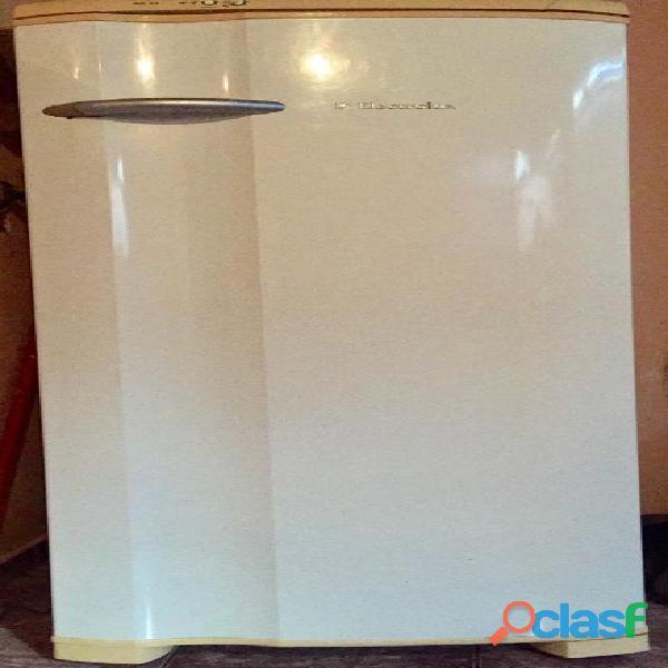 Geladeira electrolux re 32 – 294 litros bom estado de conservação e funcionando perfeitamente