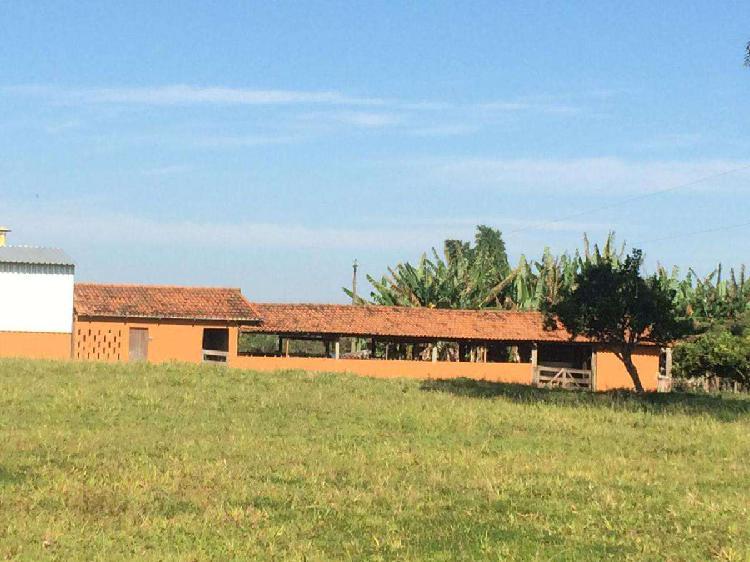 Fazenda, zona rural, 3 quartos, 6 vagas, 2 suítes