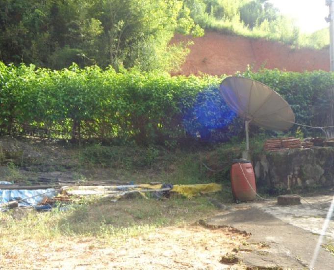 Terreno com casa simples em pedro rio, beira rua, vaga para