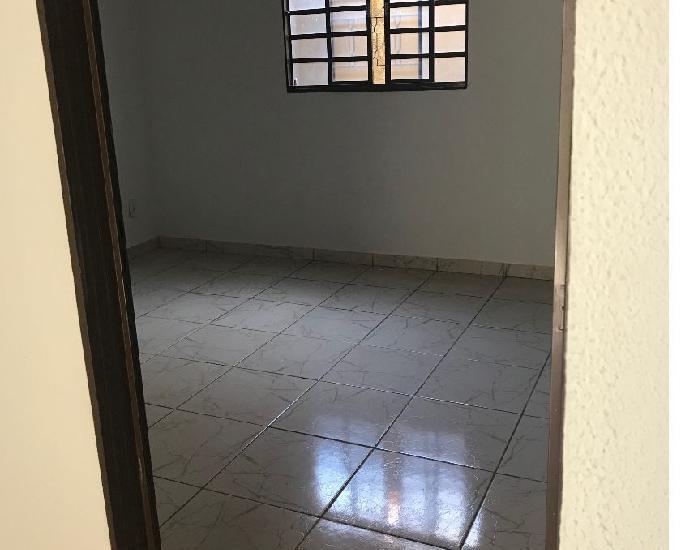 Alugo casa setor garavelo