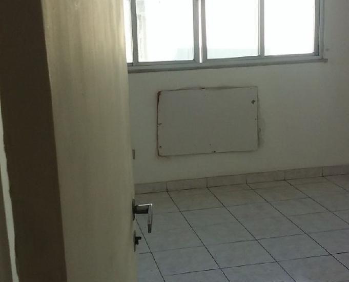 Apartamento de 2 quarto em comendador soares