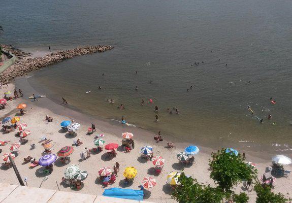 Sala living na praia dos milionários de frente total para o