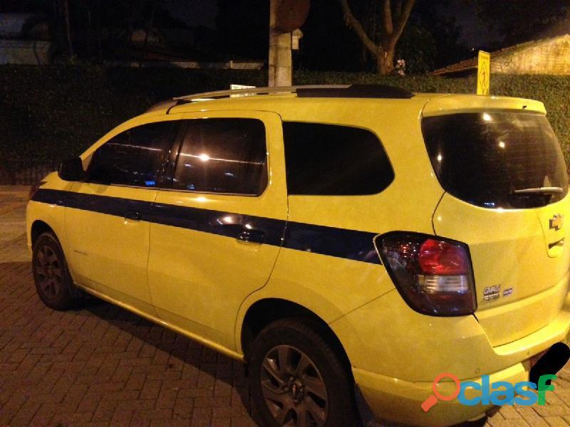 Alugo taxi spin 2017 modelo 2018 carro novo, preciso de motorista auxiliar