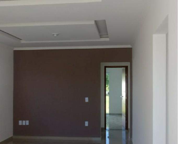 Casa linear de 3 quartos em lote de 480m2.