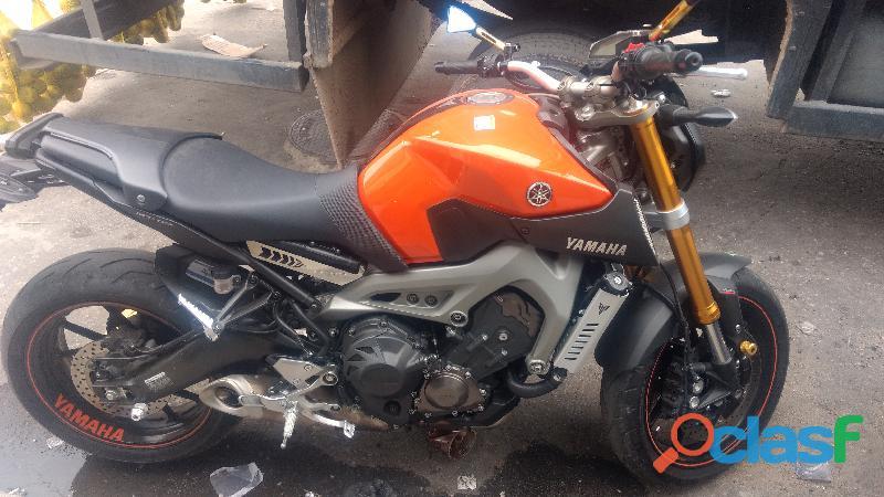 Yamaha MT 09 laranja ABS 2015/2016 quase 0 km