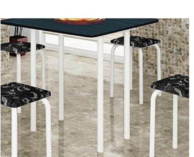 Mesa dobrável com 4 banquetas