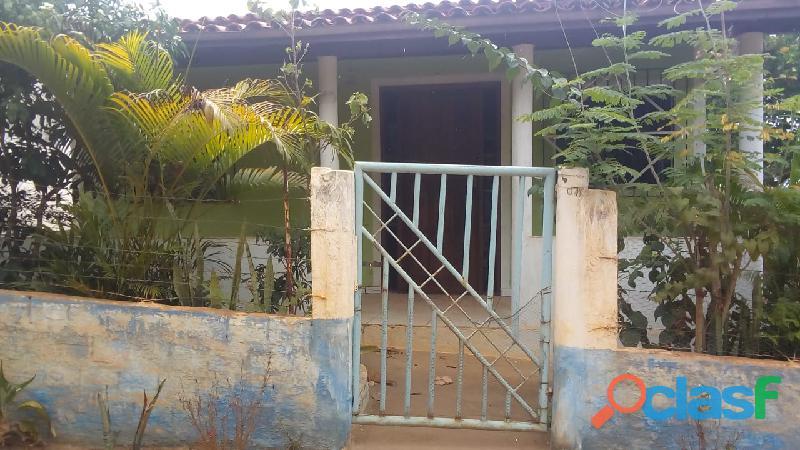 Vendendo casa com terreno ao lado com árvores frutíferas tudo murado com lâmpadas embutida no inter