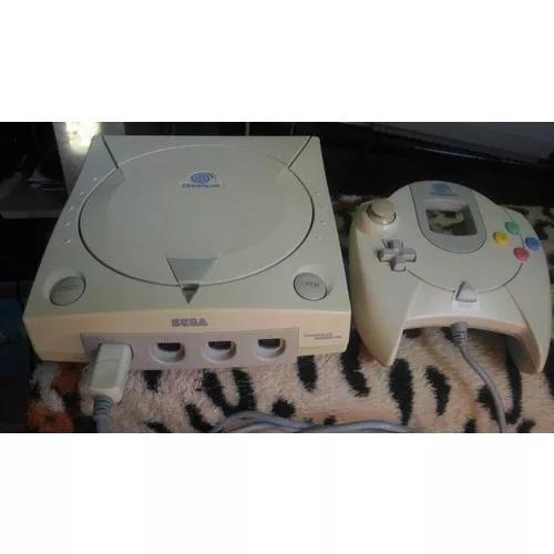 Dreamcast com controle original.