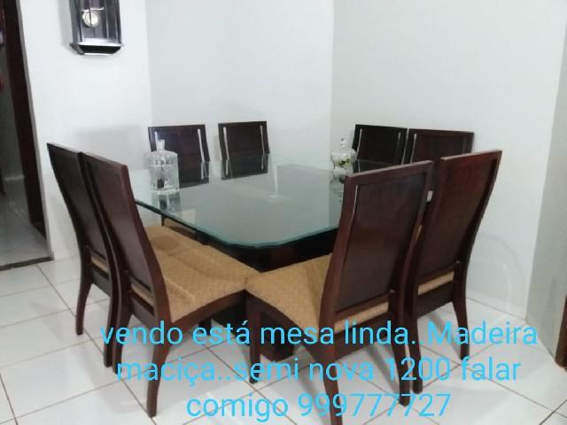 Mesa em vidro com 8 cadeiras forradas