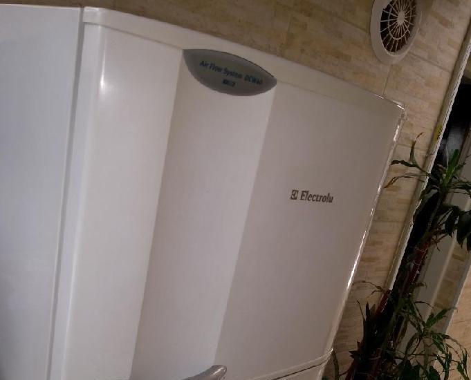 Geladeira electrolux dcw40 - 365l com dispenser de água