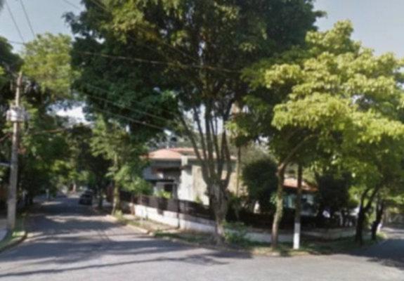 Casa de esquina no pacaembu nobre sp frente para praça