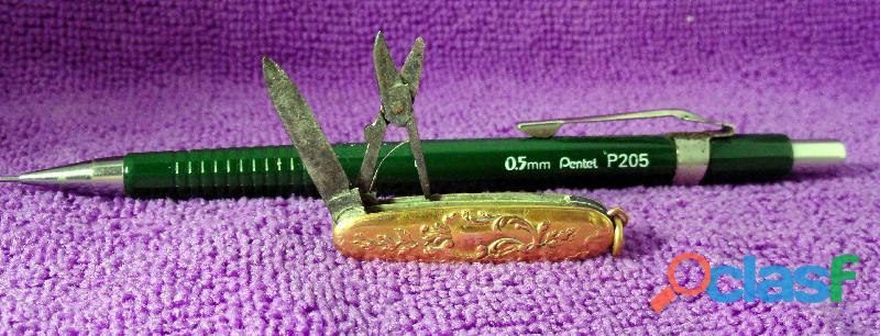 Mini canivete antigo em ouro trabalhado.