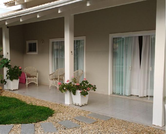 Linda casa em itajaí - local privilegiado, perto de tudo