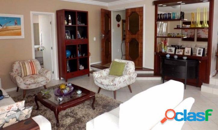 Amplo apartamento / 4 dormitórios (2 suítes) 2 v