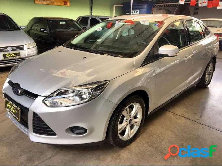 Ford focus fastback se 2.0 powershift - arapongas
