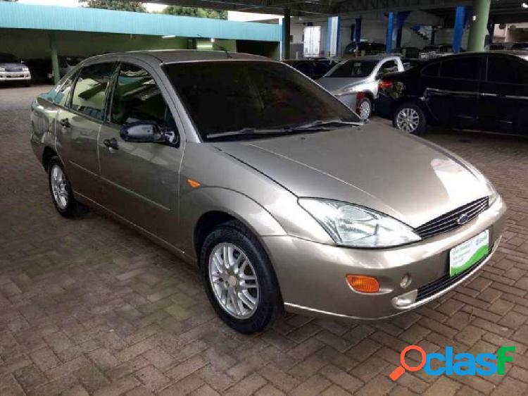 Ford focus sedan ghia 2.0 16v - toledo