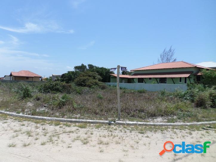 Excelente terreno em condomínio com lagoa particular, pizzaria, escola de kite e wind surf.