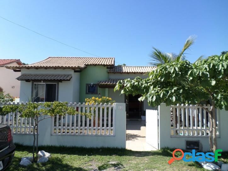 Casa em condomínio com área de lazer e lagoa particular