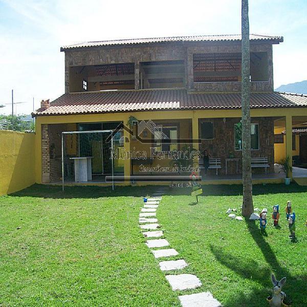 Casa c/2 suítes, campo de futebol,terraço, casa de caseiro