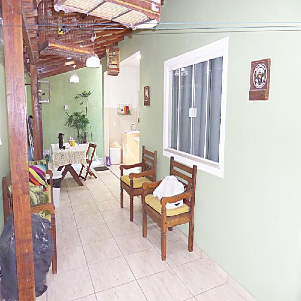 Casa com 3 quartos (sendo 1 suíte), bairro condado em