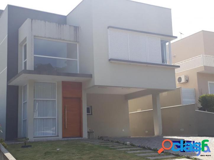 Casa em condomínio fechado com 4 suítes