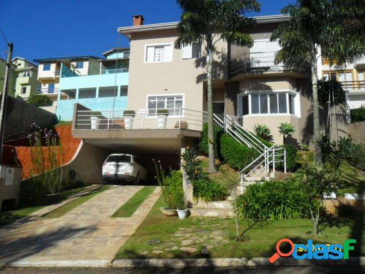 Casa 242 m2, 600 m2 terreno, 3 suites, 4 vagas (permuta).