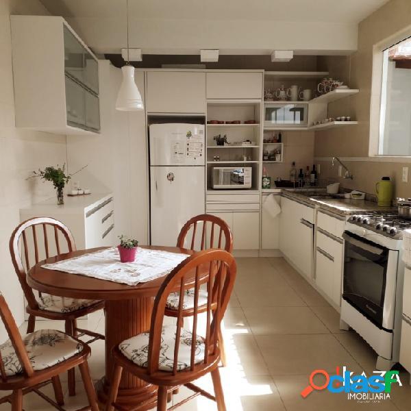 Ampla casa 5 dormitórios no jardim atlântico