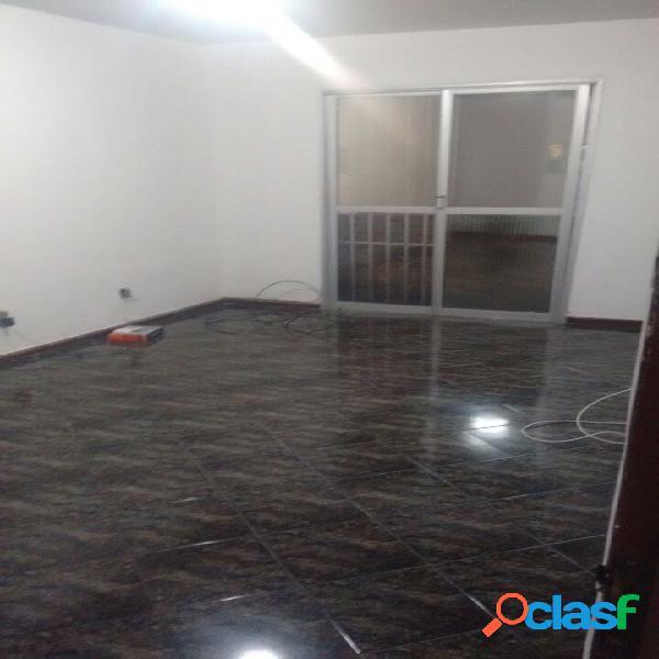 Apartamento com 2 quartos, sacada, aceita financiamento